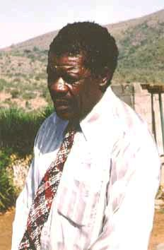 Lucas SITHOLE in 1992, photographed in front of his studio near Pongola